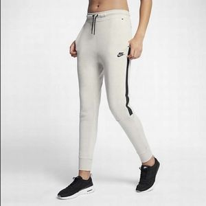 Nike Tech Fleece Jogger Pant Light Bone/Black